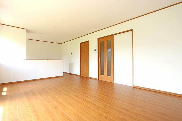 (同仕様・LDK)和室続きの広々リビング!襖を外せば大空間!