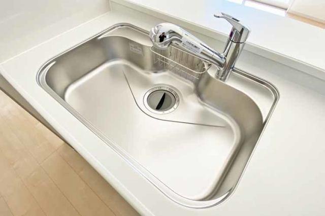 (浄水器付混合水栓)浄水器一体型の水栓でシンク周りスッキリ