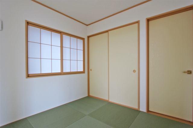 (和室)和室はお子様の遊び場としても最適な空間
