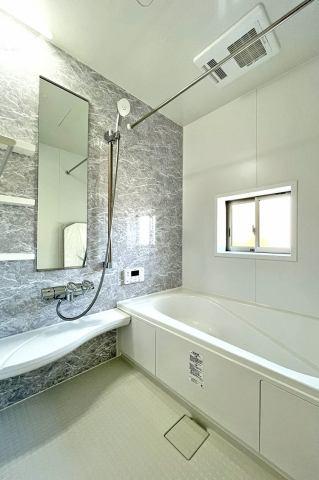 (浴室)1坪タイプの広々浴室!子供と一緒にバスタイム!