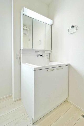 (洗面化粧台)収納豊富なシャワー付洗面台♪