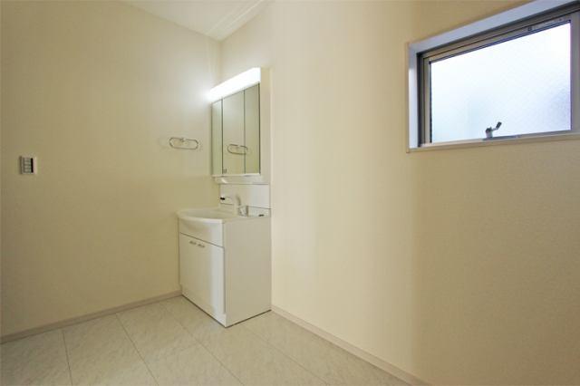 (洗面化粧台)収納豊富な化粧台!シャワーホースで頭も洗える!