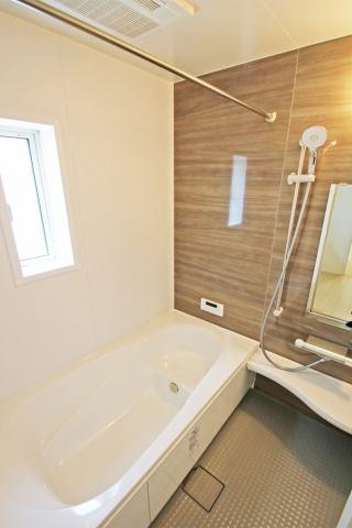 (浴室)広々1坪のシステムバス♪ 足を伸ばせるのが嬉しい♪