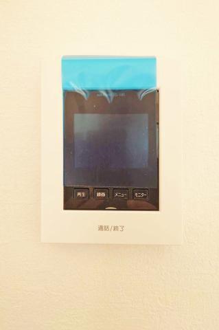 インターフォンにはLEDライトがが装備してあり、夜間の訪問者でも顔の確認が出来ます。