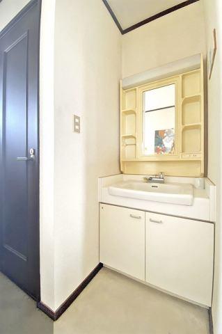 (洗面化粧台)2階にも洗面化粧台付きです♪いつでも手を洗えます♪