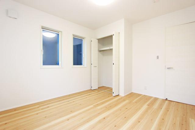 (洋室)1階の6.5帖の洋室!もちろん全室収納付き!古いタンスはいりません!