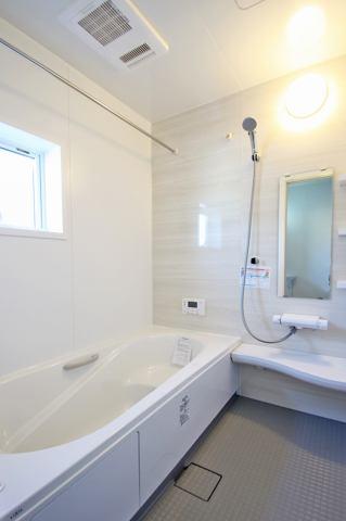 (同仕様・浴室) 浴槽ベンチで半身浴!お湯の温度は39℃!
