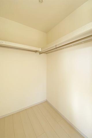(ウォークインクローゼット)皆の憧れウォークイン!収納BOXで空間を有効活用!