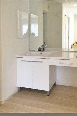 (洗面化粧台)すっきりとした洗面化粧台!鏡は前面フル仕様♪