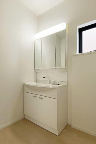 (洗面化粧台)収納豊富な化粧台!鏡の裏にも収納付き!