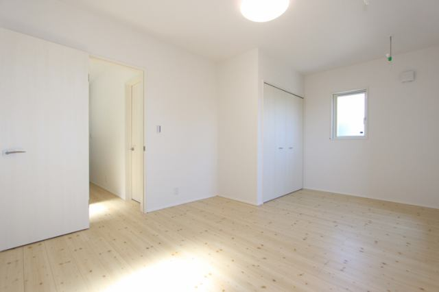 (洋室)広々8.6帖 大きな洋室!主寝室にいかがでしょうか?