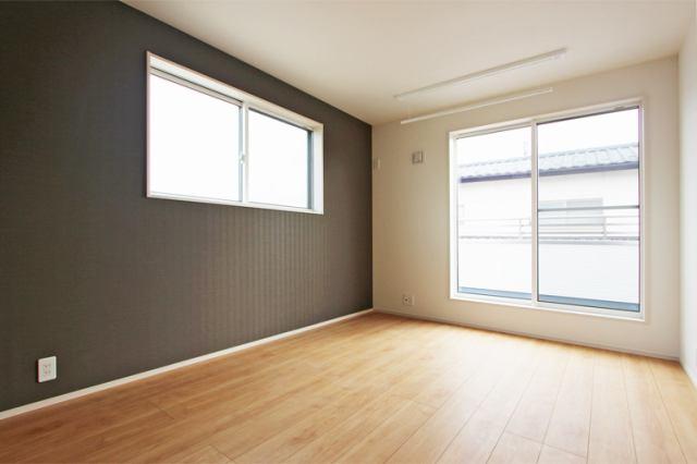 (洋室)南側の6.7帖の洋室にはウォークイン付き!主寝室にいかがでしょうか?