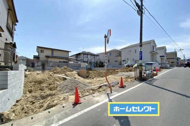 前面道路は7m以上で広々♪嬉しい並列駐車♪(2台OK♪)現地(2021年4月)撮影