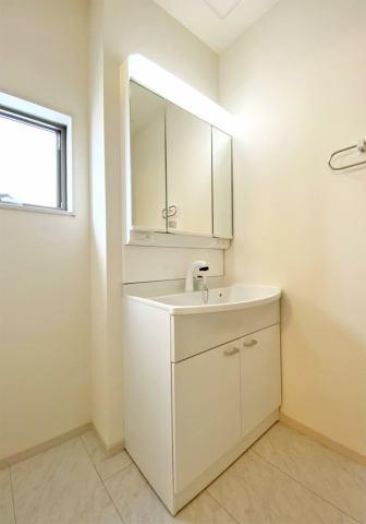 (洗面化粧台)シャワーホース付きの洗面化粧台だからお掃除も簡単♪