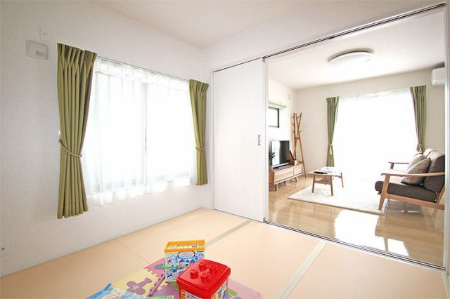 (同仕様・和室)和室はお子様の遊び場としても最適な空間