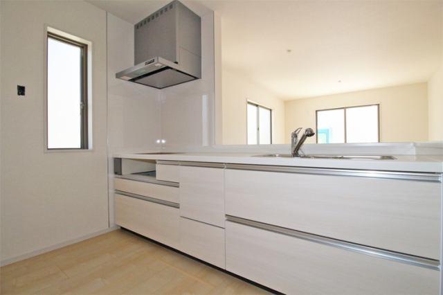 (キッチン)  使いやすい引き出し式のシステムキッチン♪浄水器一体型の水栓も嬉しい(^^)