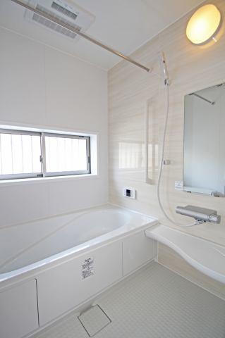 (同仕様・浴室) 浴槽ベンチで半身浴!入る前には1杯の水を!