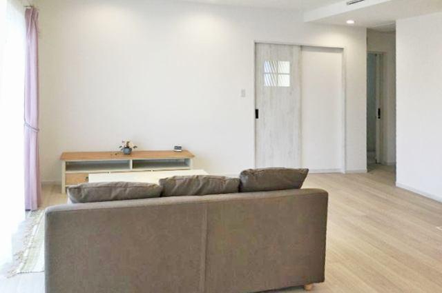 (リビング)21.5帖の広々リビング!家具の配置が楽しみですネ!リビング階段&収納付き♪