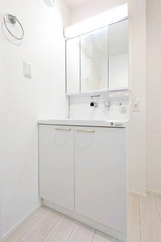 (同仕様・洗面化粧台)奥行きもあり、収納量もバツグンな洗面化粧台♪