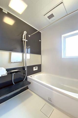 (バスルーム)浴室換気乾燥機付き♪ お天気が悪い日でも洗濯物はスピード乾燥!