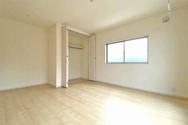 (洋室)もちろん全室収納つきです♪いつでもお部屋はスッキリして使いましょう♪