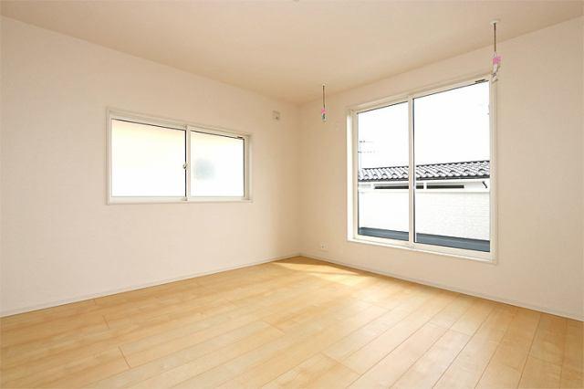 (同仕様・洋室) 二面彩光の明るい洋室♪ 書斎や趣味・大きな納戸としても使えます(^^)