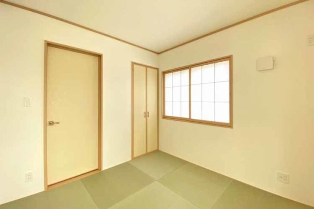 (和室)キッチン横に和室があるので小さなお子さんが居ても安心です♪足音も響かない和室♪