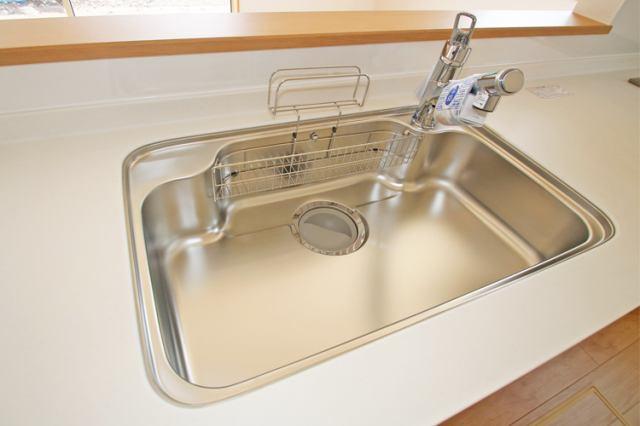 (浄水器付混合水栓)傷や錆もつきにくいステンレス製のシンクに浄水器付混合水栓付き♪