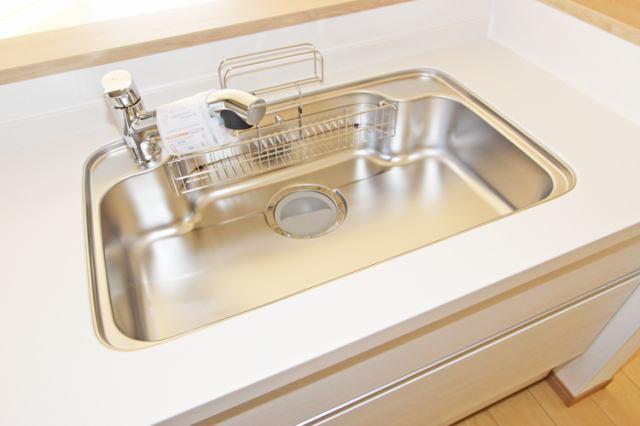(同仕様・浄水器付混合水栓)傷やサビ、熱にも強いステンレス!蛇口の掃除はレモン汁!