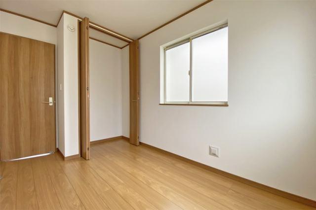 (洋室) 子供部屋に最適な南に面した明るい洋室♪勉強もはかどるかも…