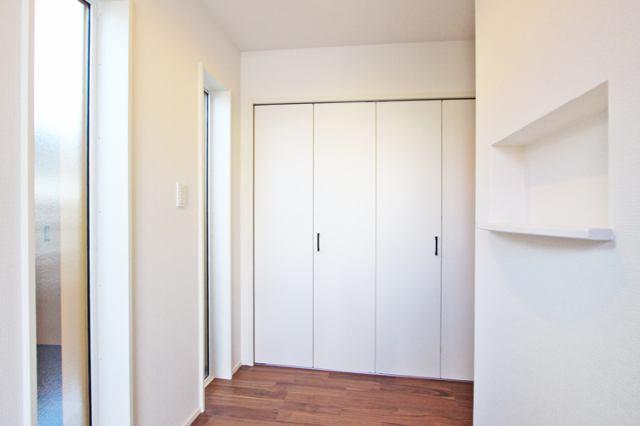 (靴箱)玄関前には大容量の収納!お出かけに必要な荷物をまとめて収納!