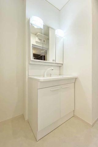 (洗面化粧台)奥行きもあり、収納量もバツグンな洗面化粧台♪