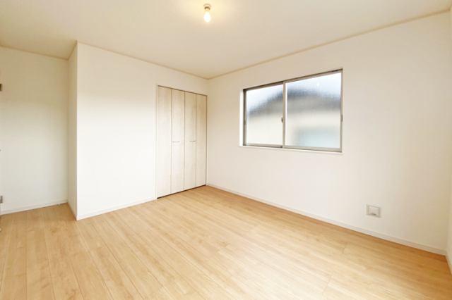 (同仕様・洋室) 二面彩光の明るい洋室♪ 書斎や趣味・大きな納戸としても使えます。
