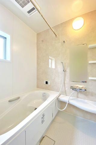 (浴室) 浴室換気乾燥機付き♪ お天気が悪い日でも洗濯物はスピード乾燥!