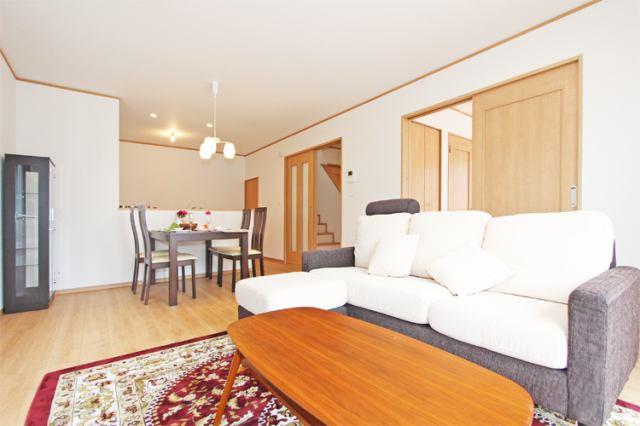 (同仕様・LDK)15.5帖リビングは家具も問題なく置けます!そしてお掃除もしやすい広さです♪