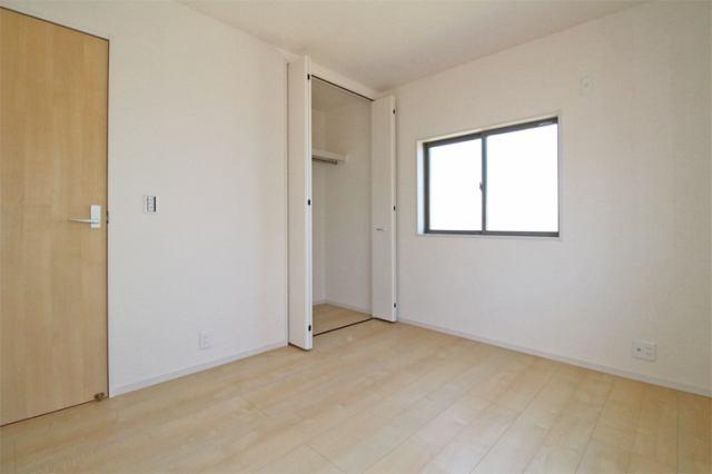 (洋室) 学習机に本棚・ベッドをしっかり置ける洋室(^^) 衣類はクローゼットにスッキリ収