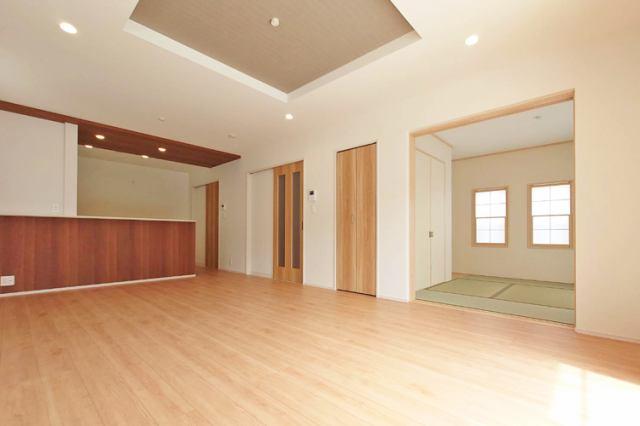 (LDK)18帖のLDKに和室が続き開放的な大空間♪