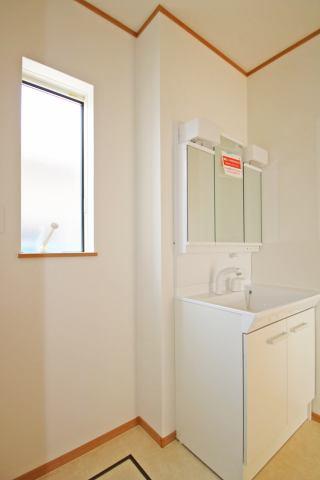 (洗面化粧台)三面鏡付の洗面化粧台もGOOD♪