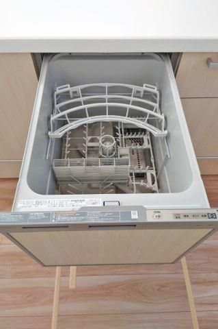 約5人分の食器が洗える食洗機。家事の負担を軽減!