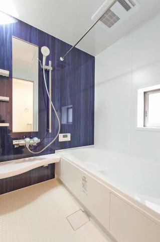 (浴室) 仕事や子育てで忙しいご家庭でも空いている時間で乾かせる浴室乾燥機付き♪