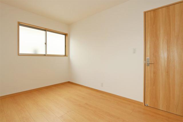 (同仕様・洋室) お父さん待望の書斎?それともお母さんの趣味の部屋?使い方色々の洋室です。