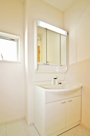(同仕様・洗面化粧台)収納豊富な化粧台!鏡の裏にも収納付き!