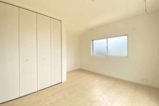 (洋室) お父さん待望の書斎?それともお母さんの趣味の部屋?使い方色々の洋室です。