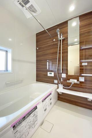 (浴室) お湯が冷めても追い炊き機能付きだから安心・便利♪