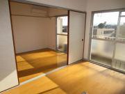 株式会社マエムラ その他画像 採光のとれた明るい角部屋です。